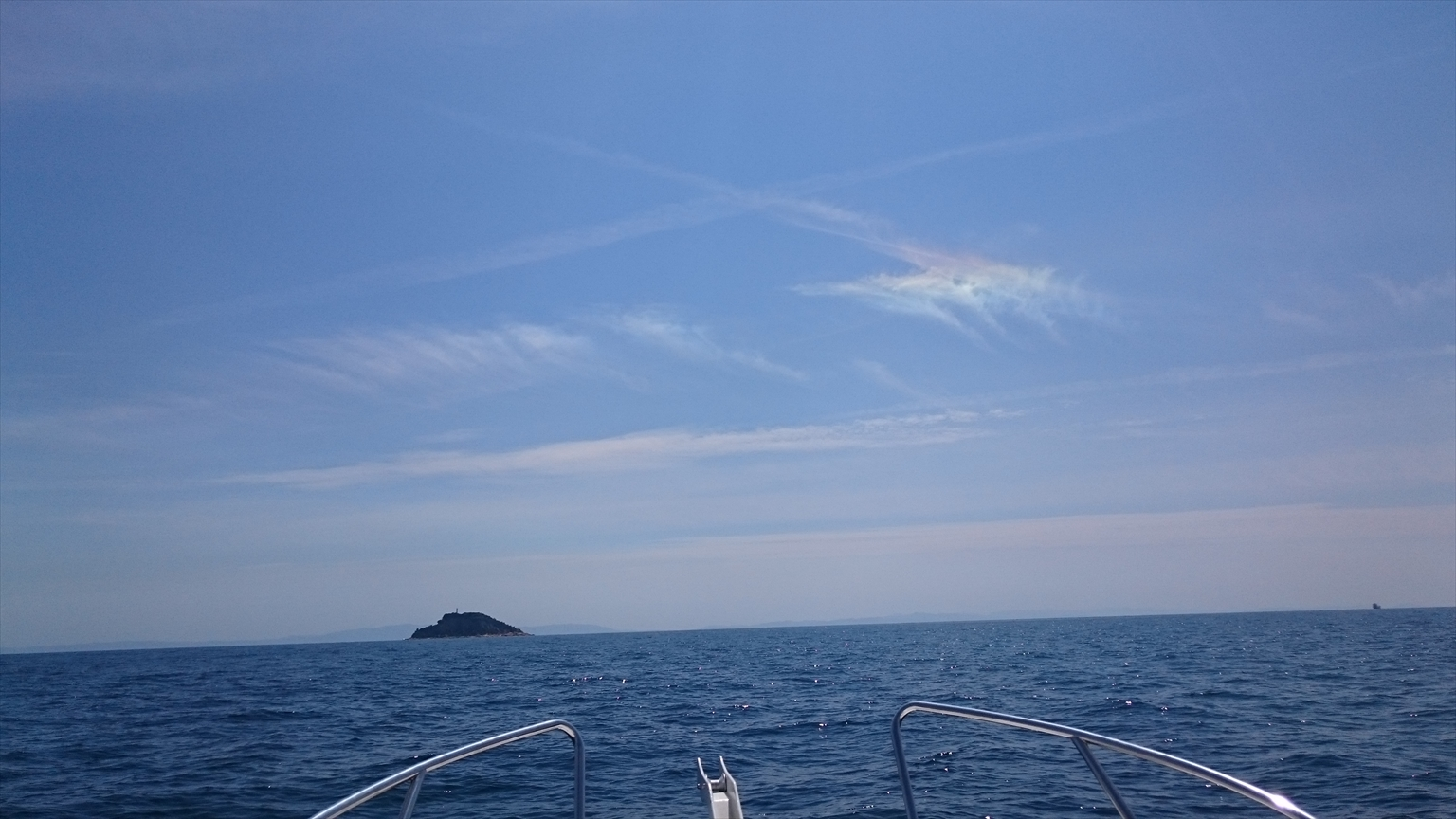 「彩雲」でしたっけ?虹色の雲を発見し、テンションが上がってしまいました(笑)いいことあるかも♪