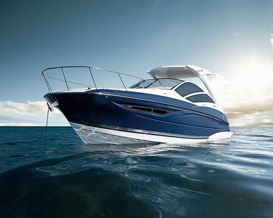 1級・2級免許で、こんなかっこいいボートにも乗れます! (→販売艇SR-310)