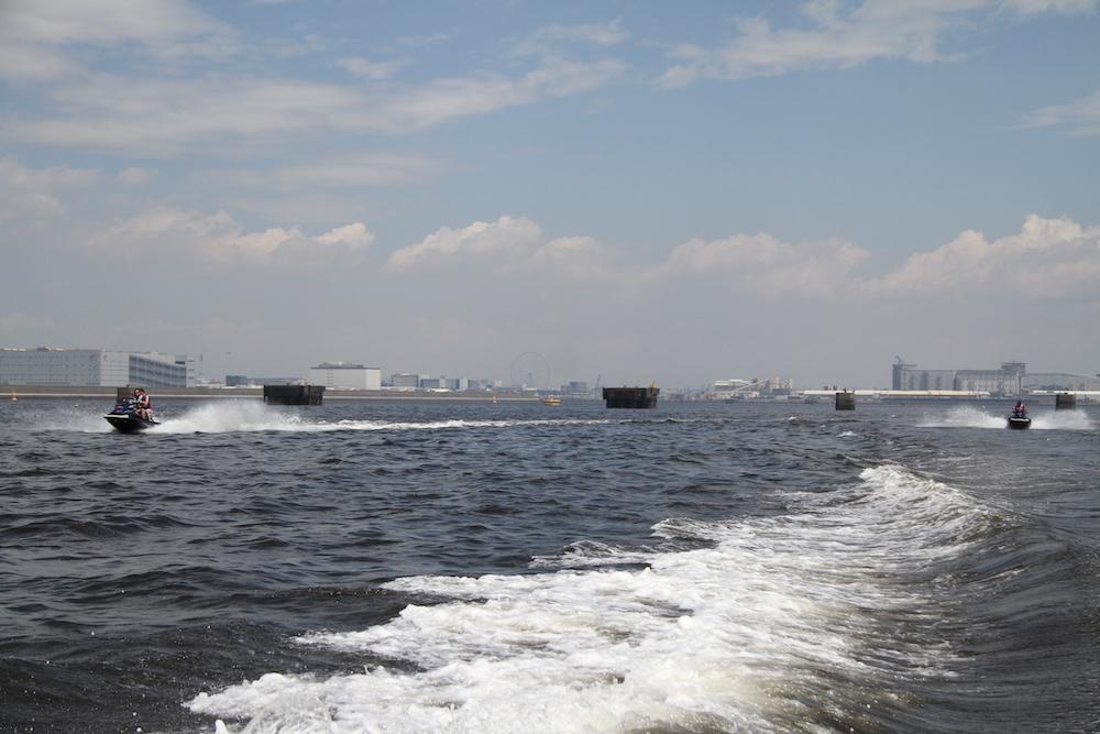 東京港を快走