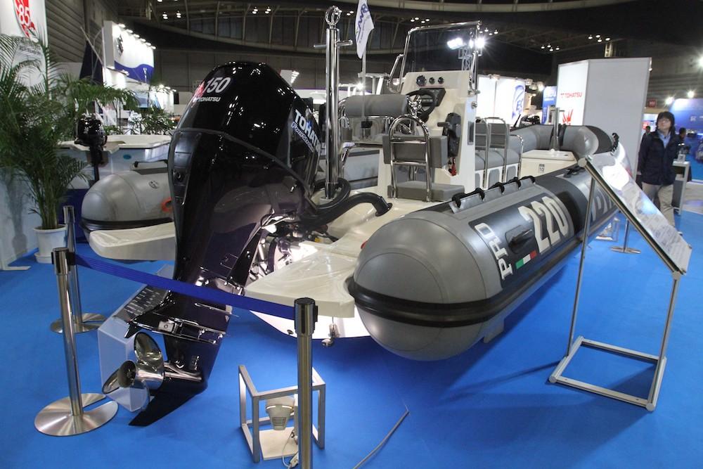 五輪需要を見据えてか?大型のRIB(リジッドハル・インフレータブルボート)も多く見られた