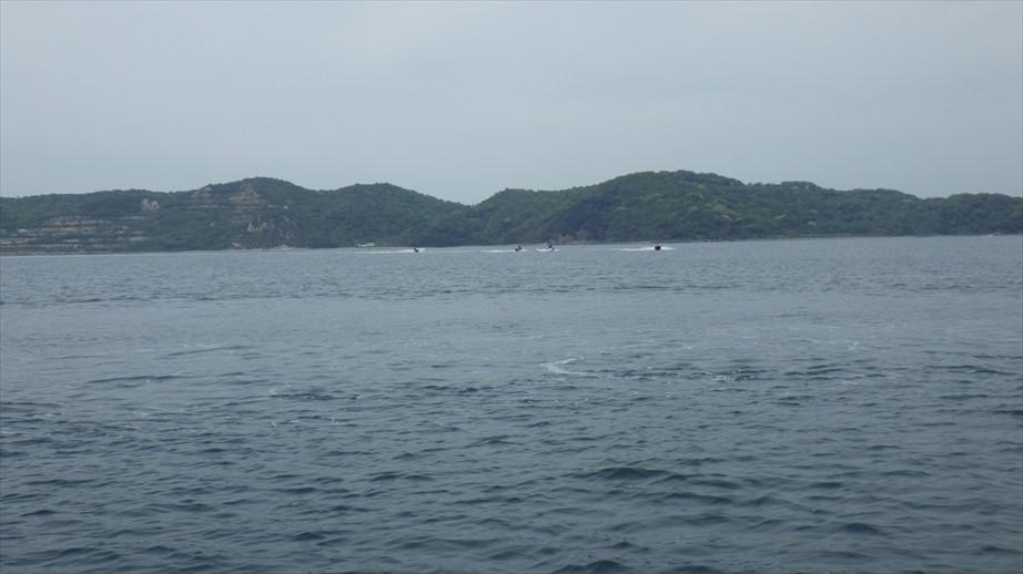 かと思えば距離制限があるため島を迂回してきたジェットと遭遇!