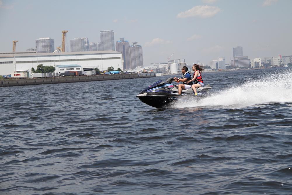 東京港をゆく