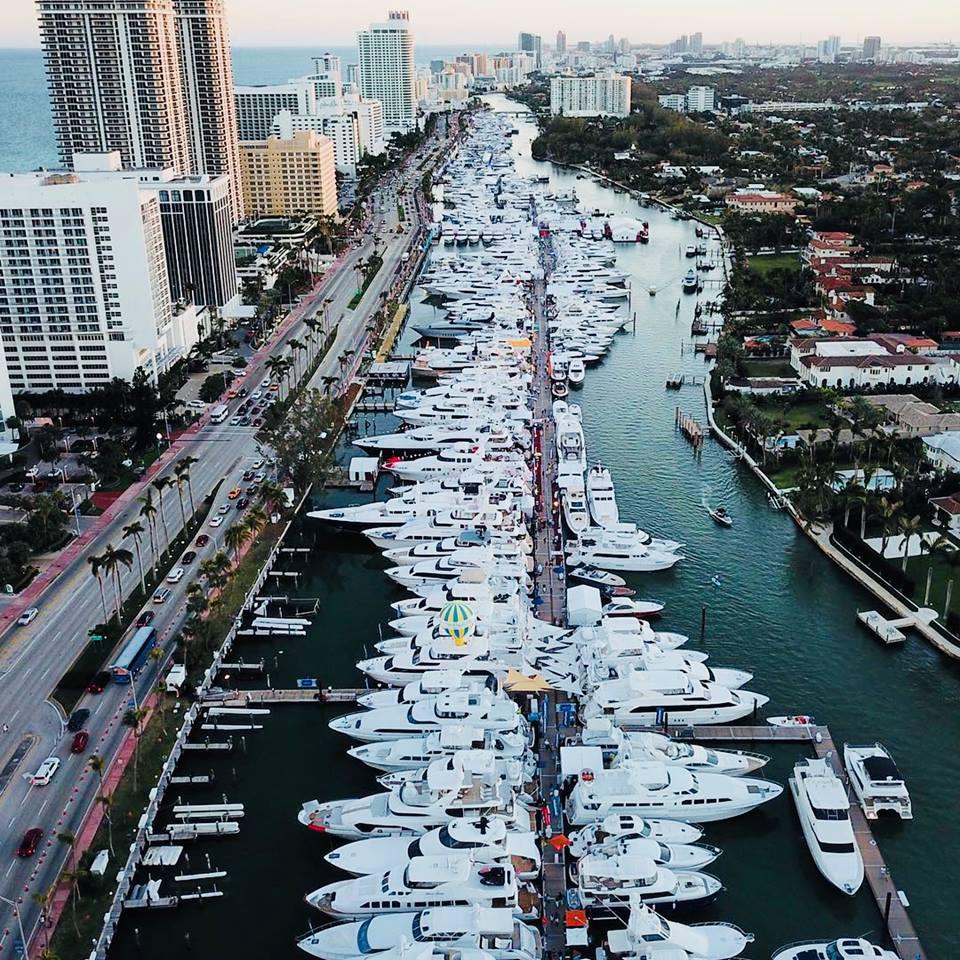大型艇、中古会場、ボートショーの目玉でもある100フィート以上もあるクルーザーに乗り、VIPの気分を楽しめる体験です。