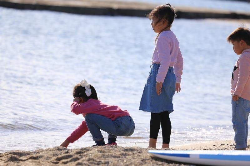 体験後は砂浜で貝拾い!