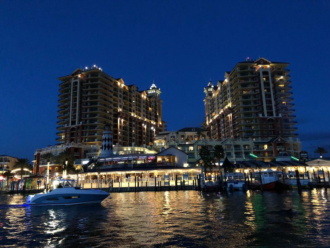 アメリカ フロリダ州 Destin Harbor 夜間のクルージングは最高です。
