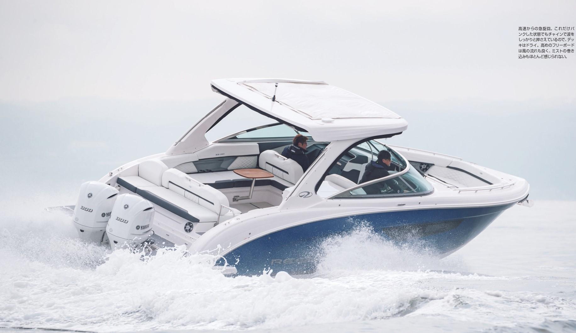 高速からの急旋回。これだけバンクした状態でもインで波をしっかりと押さえているので、プッキはドライ。高めのフローボードは風の流れも良く、ミストの巻き込みもほとんど感じられない。